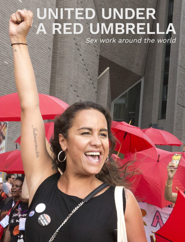 Mariska Majoor presenteert boek 'United under a red Umbrella'.